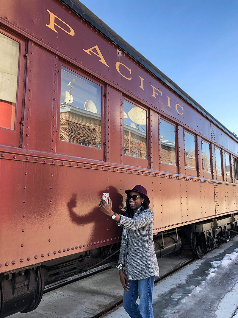 woman-taking-selfie-phone-photo-railcars-the-forks-vertical.jpg (772 KB)